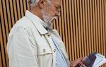El autor tras la presentación del libro