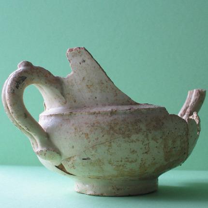 Jarra recontruida con parte de los restos cerámicos encontrados