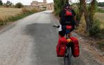 Carreteras humildes por las que pedalear es un placer te conducen a pueblos pequeños y tranquilos / ALC.