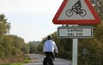 Recuerda que el camino que recorres es seguido también por ciclistas y es posible que te encuentres con algunos en tu viaje. Respétales y extrema las precauciones. Especialmente en los adelantamientos guarda la distancia de seguridad de 1,5 metros / ALC.