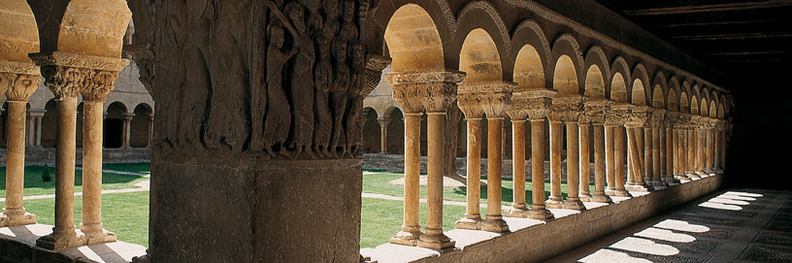 Claustro románico de Silos.jpg