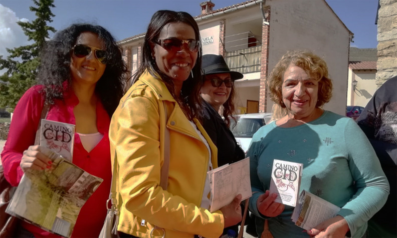 """Algunas de las personas que participaron en el 1er recorrido por el Camino del Cid con sus Salvoconductos (Foto: """"Viajar sin Fronteras"""")"""