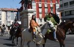 En la primera edición de las marchas senderistas por el Camino del Cid, la Asociación Cidiana Tierra de Pinares estuvo acompañada por un grupo de caballistas. En la imagen, la salida desde Burgos