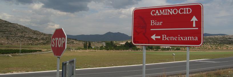 Lama de carretera del Camino del Cid en Cañada, Alicante.