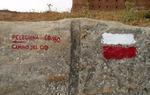 Esta señal blanca y roja indica que estás caminando por una parte del Camino del Cid homologada como Sendero de Gran Recorrido (GR 160) / Diputación de Guadalajara.