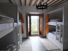 Una de las habitaciones del albergue Hostel de Sigüenza, en Guadalajara