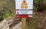 Cartel de aviso para los ciclistas BTT a su paso por el Barranco de La Maimona, en Montanejos (Castellón)