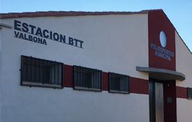 La estación BTT se ubica en el polideportivo de la localidad