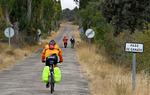 Carreteras pequeñas, con tráfico escaso y a veces inexistente, para cicloturistas con alforjas. Una forma diferente de conocer España / ALC.