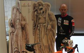 El ciclista Jorge de Vicente en las oficinas del Consorcio Camino del Cid