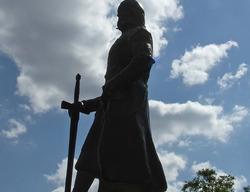 Una estatua del Cid en la localidad turolense de El Poyo del Cid recuerda la importancia estratégica que otorga el Cantar de mío Cid a esta población, ya que desde aquí lanzaba ataques y algaras por los territorios circundantes / ALC.