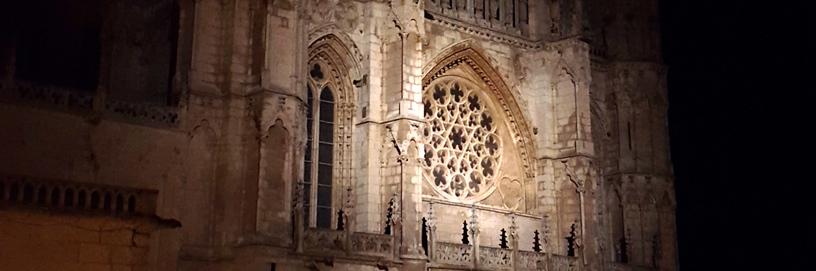 La catedral de Burgos se comenzó a construir en 1221.