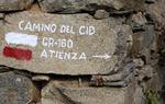 La banda blanca y roja en el Camino del Cid indica la ruta a seguir y que ese camino está homologado, en esa provincia, como Sendero de Gran Recorrido (GR) por la Federación de Montaña. El número de GR del Camino del Cid es el 160 / Diputación de Guadalajara.