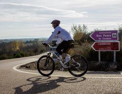 Señal de dirección de carretera en el Camino del Cid / ALC.